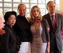 会見に出席した エマニュエル・ベアール(左より3人目)「みんな誰かの愛しい人」