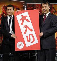 (左より)中村獅童、サム・ライミ監督「スパイダーマン2」