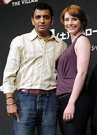 M・ナイト・シャマラン監督(左)と ブライス・ダラス・ハワード「サイン」