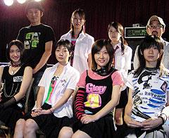 (前列左より)香椎由宇、主演のペ・ドゥナ、前田亜季ら「ほえる犬は噛まない」