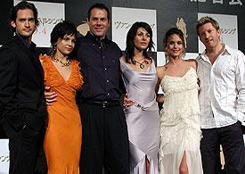 (左より)ウィル・ケンプ、エレナ・アナヤ、 スティーブン・ソマーズ監督、シルビア・コロカ、 ジョージー・マラン、デビッド・ウェンハム「ヴァン・ヘルシング」