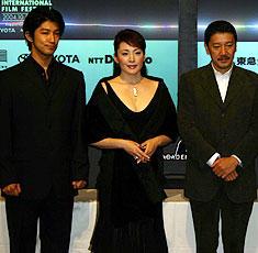 (左より)西島千博、松坂慶子、奥田瑛二「るにん」