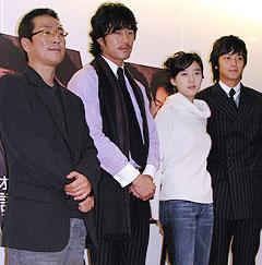 (左より)キム・テギュン監督、チョ・ハンソン、 イ・チョンア、カン・ドンウォン「火山高」