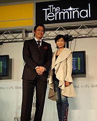 (左より)特設されたステージに立つ 古田敦也選手、堀ちえみ「ターミナル」