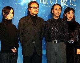 (左より)相沢友子、源孝志、永田鉄男、荒木美也子「大停電の夜に」