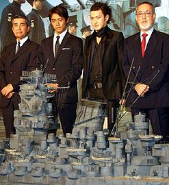 様々な思いを胸に大和に乗艦した役者たち (左より)渡哲也、反町隆史、中村獅童、仲代達矢「男たちの大和 YAMATO」