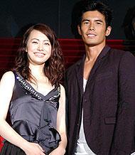 ミムラ(左)と伊藤英明は、 風船の中でどのくらい待っていたのか?「黄泉がえり」