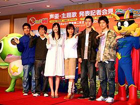 (左より)「ケロロ」陣営のおぎやはぎ、新垣結衣 「ゾロリ」の相武紗季、平川地一丁目「かいけつゾロリ」