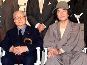27年ぶりに金田一に扮した石坂(右)「犬神家の一族」