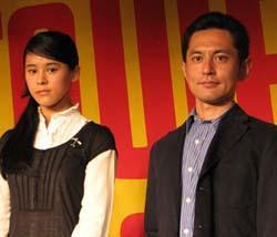 (左から)手嶌葵、宮崎吾朗監督「ゲド戦記」