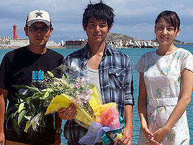 仲睦まじきことかな (左より)土井裕泰監督、妻夫木聡、長澤まさみ「涙そうそう」
