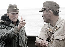 「硫黄島からの手紙」撮影中の イーストウッドと渡辺謙「硫黄島からの手紙」