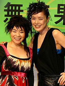 互いに監督、女優業はこれっきり? (左から)山田花子、桃井かおり「無花果の顔」