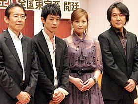「それでもボクはやってない」 (左から)周防正行監督、加瀬亮、瀬戸朝香、役所広司「それでもボクはやってない」