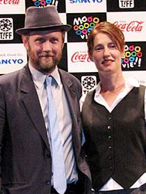 見事3冠を受賞した「リトル・ミス・サンシャイン」 (左から)ジョナサン・デイトン、バレリー・ファリス監督「リトル・ミス・サンシャイン」
