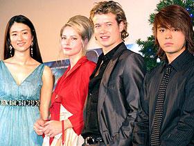 「エラゴン/遺志を継ぐ者」(左から)小雪、シエンナ・ギロリー、 エド・スペリーアス、山田孝之「エラゴン 遺志を継ぐ者」