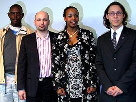 (左から)ジャン=ピエール・カザフツ氏、ジェームス・M・スミス氏、 ベアタ・ウワザニンカ氏、フィリル・コニン氏「ルワンダの涙」