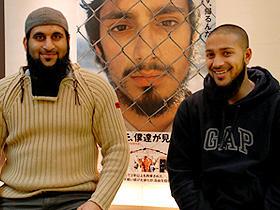 (左から)シャフィク・レスル、ローヘル・アフマド「グアンタナモ、僕達が見た真実」