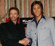 (左から)ジェリー・ブラッカイマー、新庄剛志氏「デジャヴ」