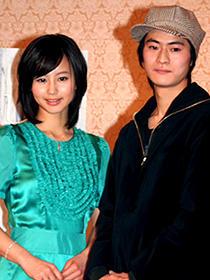 (左から)堀北真希、窪塚俊介「恋する日曜日」