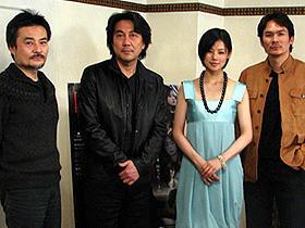 (左から)黒沢清監督、役所広司、小西真奈美、伊原剛志「カリスマ」