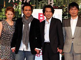 「バベル」(左から)菊地凛子、 アレハンドロ・ゴンザレス・イニャリトゥ監督、 役所広司、二階堂智「バベル」