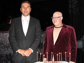 奇抜なキャラクターたちに扮する「リトル・ブリテン」 (左から)デビッド・ウォリアムズ、マット・ルーカス