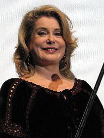 10年ぶりの来日の果たした 大女優カトリーヌ・ドヌーブ「石の微笑」