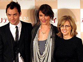 (左から)ジュード・ロウ、キャメロン・ディアス、 ナンシー・メイヤーズ監督「ホリデイ」
