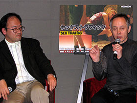 (左から)「セックス・トラフィック」トークショーに登場した 寺中誠氏とピーター・バラカン氏「ハリー・ポッターと不死鳥の騎士団」