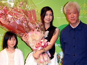 「サイドカーに犬」 (左から)松本花奈、竹内結子、根岸吉太郎監督「サイドカーに犬」