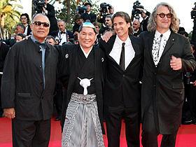 (左から)アッバス・キアロスタミ、北野武、 ウォルター・サレス、ビム・ベンダース「監督・ばんざい!」