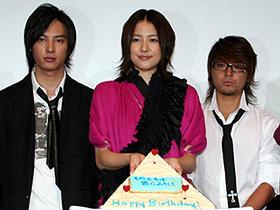 長澤まさみ、晴れて大人になりました! (左から)塚本高史、長澤まさみ、山田孝之「そのときは彼によろしく」