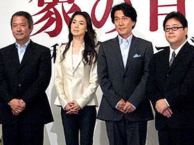 (左から)井坂聡監督、今井美樹、役所広司、秋元康「象の背中」