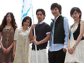 男たちに包帯を巻いてあげたい! (左から)関めぐみ、石原さとみ、柳楽優弥、田中圭、佐藤千亜妃「包帯クラブ」