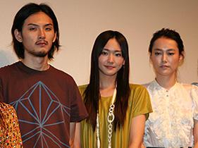 「恋するマドリ」(左から)松田龍平、新垣結衣、菊地凛子「恋するマドリ」
