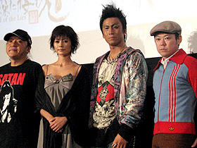 (左から)いのうえひでのり、真木よう子、市川染五郎、阿部サダヲ