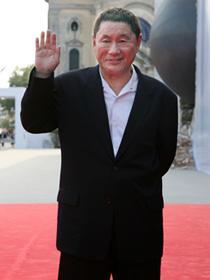 ベネチア国際映画祭に登場した北野武監督「監督・ばんざい!」