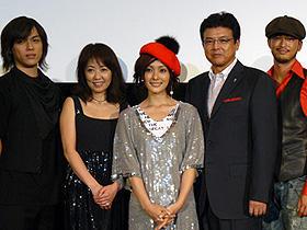 定期的な乳ガン検診を、と平山 (左から)塩谷瞬、浅田美代子、平山あや、三浦友和、池内博之「Mayu ココロの星」