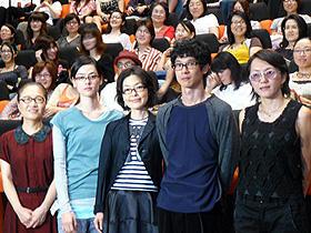 メガネっ娘だらけ!? (左から)もたいまさこ、市川実日子、 小林聡美、加瀬亮、荻上直子監督「めがね」