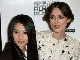 トロント国際映画祭に登場した(左から)芦名星、キーラ・ナイトレイ「ドリーマーズ」