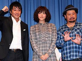 声のアテぶりを互いに賞賛! (左から)加藤浩次、上野樹里、ケンドーコバヤシ「赤ずきん」