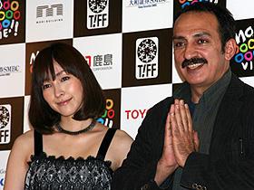 結果は上々、麻生大満足 (左から)麻生久美子、アボルファズル・ジャリリ監督「ハーフェズ ペルシャの詩」