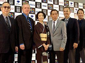 「もっとゆったりがいい」と藤田 (左から)小泉堯史監督、フレッド・マックィーン、富司純子、 藤田まこと、ロバート・レッサー、リチャード・ニール「明日への遺言」