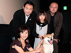 新潟の人々に感謝! (左から)松本明子、船越英一郎、佐々木麻緒、猪股隆一監督「マリと子犬の物語」