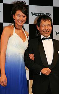 ビキニからドレスへ、 浅尾の衣装もトランスフォーム!「トランスフォーマー」