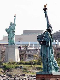首がもぎ取られた自由の女神像がお台場に「クローバーフィールド HAKAISHA」