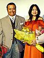 西田敏行&池脇千鶴、1週遅れの「丘を越えて」舞台挨拶で和気あいあい