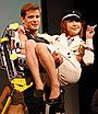 西川史子、お姫様抱っこで満面の笑み。「スターシップ・トゥルーパーズ3」