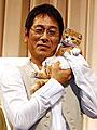 子猫にメロメロの大杉漣、正真正銘の猫可愛がり「ネコナデ」